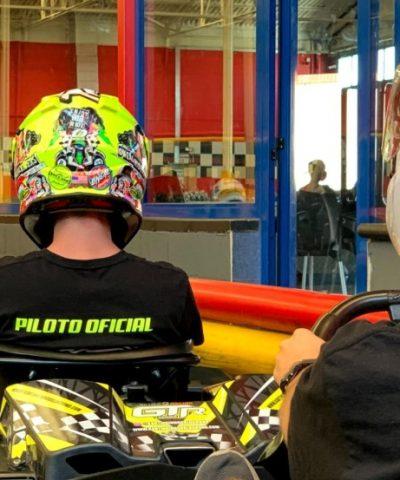 Pilotos GTR5 en boxes de Karting Indoor Logroño